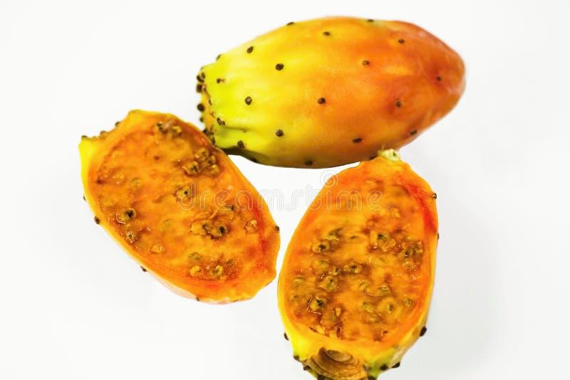 Φρούτα τριών κάκτων που απομονώνονται στο άσπρο υπόβαθρο στοκ εικόνες
