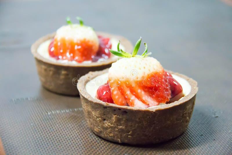 Φρούτα τυριών πλήρωσης και κρέμας φραουλών ξινά στοκ φωτογραφίες με δικαίωμα ελεύθερης χρήσης