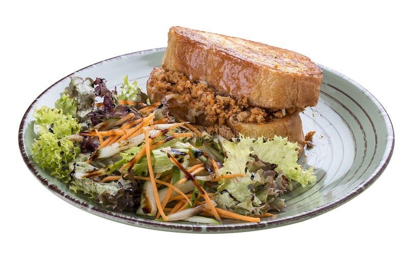 Φρυγανιά προγευμάτων με το κουνέλι, το τυρί και τα χορτάρια στοκ εικόνα