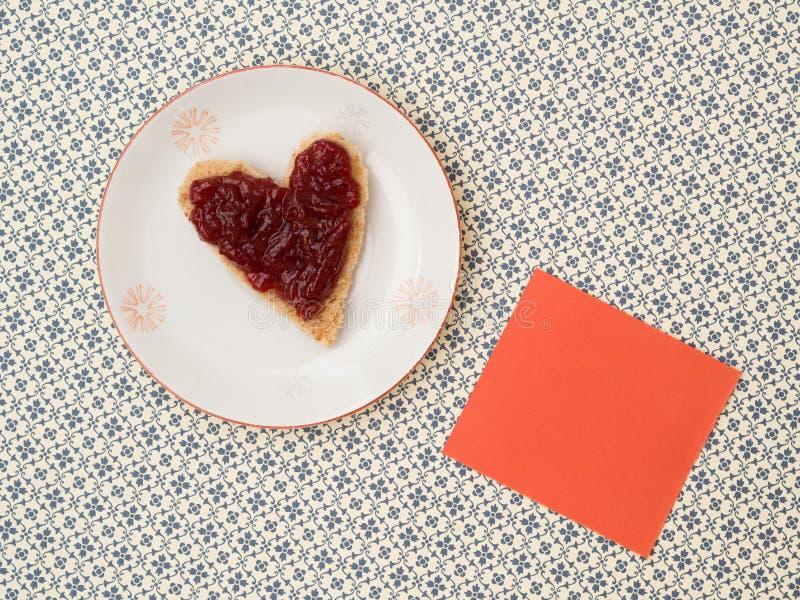 Φρυγανιά ως μορφή καρδιών με ένα υπόμνημα στοκ φωτογραφίες με δικαίωμα ελεύθερης χρήσης