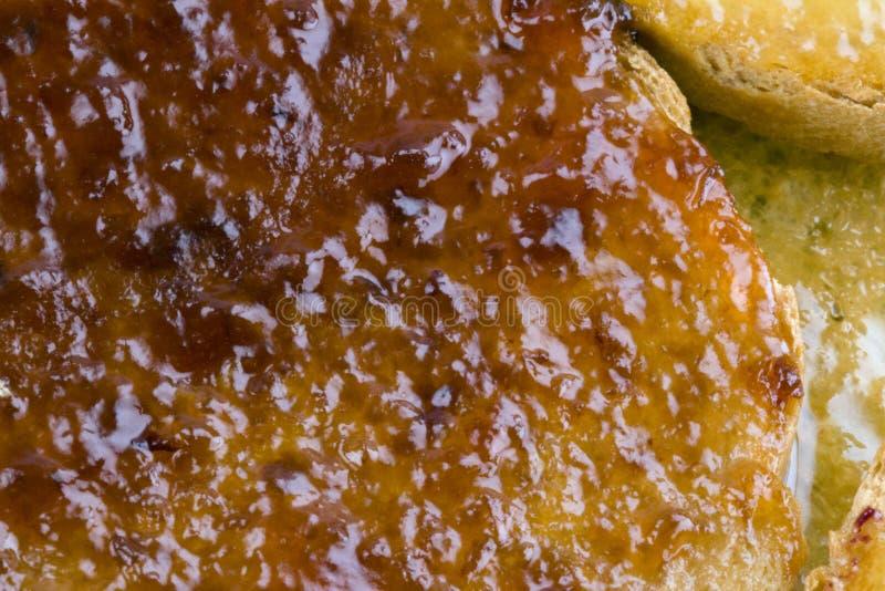 Φρυγανιές με τη μαρμελάδα φρούτων στοκ εικόνες