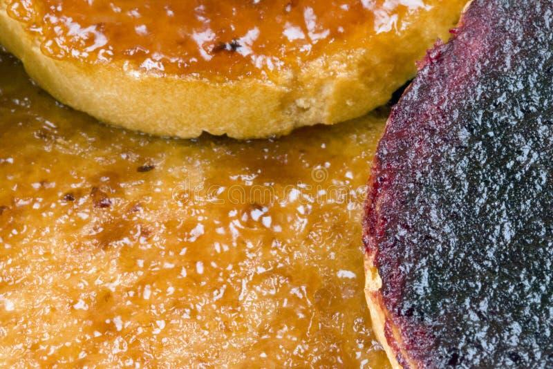 Φρυγανιές με τη μαρμελάδα φρούτων στοκ φωτογραφία