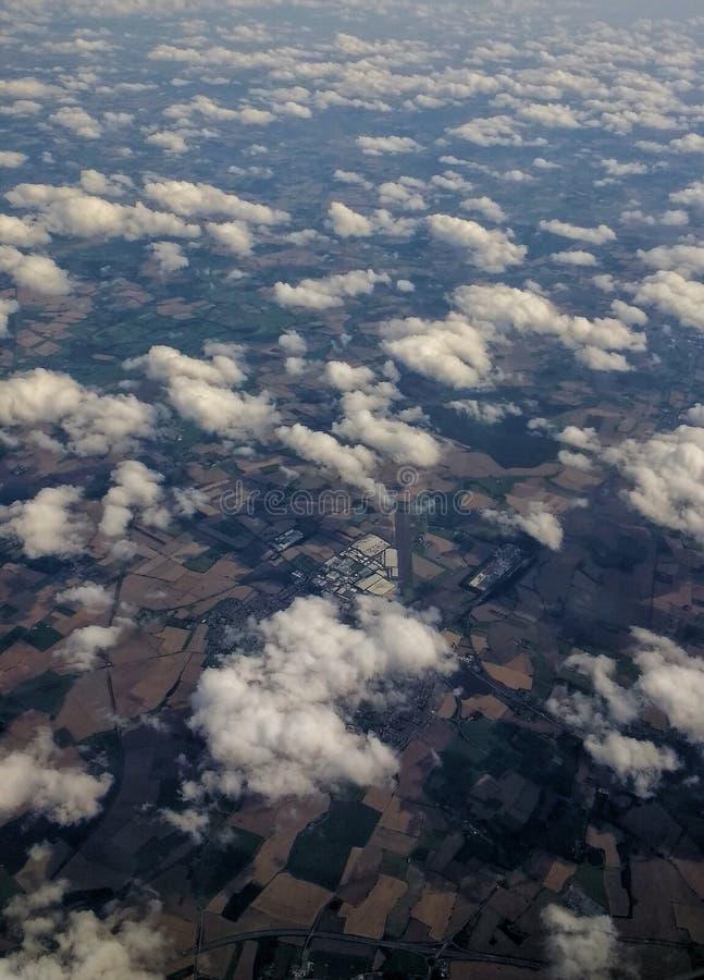 Φτερά αεροπλάνων στον ουρανό στοκ εικόνες με δικαίωμα ελεύθερης χρήσης