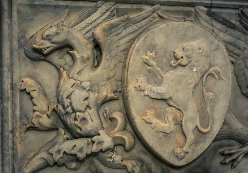 Φτερωτή ανακούφιση Σιένα δράκων στοκ εικόνα