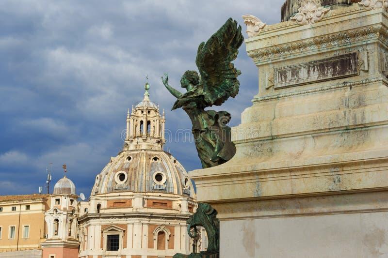 Φτερωτό άγαλμα χαλκού νίκης σε Vittorio Emanuele ΙΙ μνημείο ή Vittoriano Ρώμη Ιταλία στοκ φωτογραφία με δικαίωμα ελεύθερης χρήσης