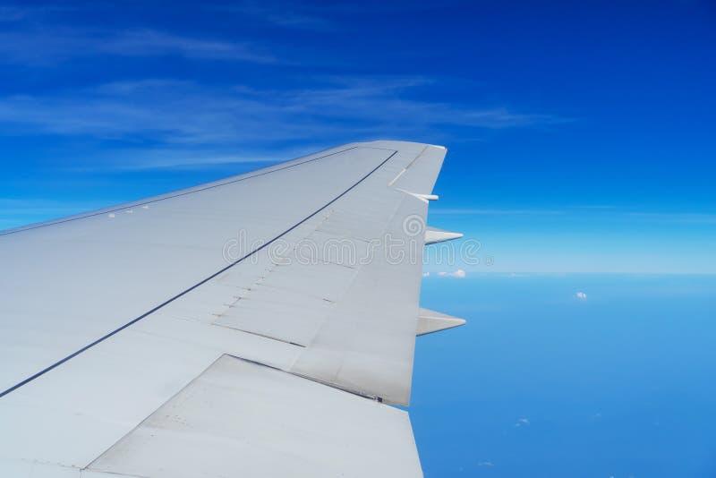 Φτερό του πετάγματος αεροπλάνων στοκ εικόνα με δικαίωμα ελεύθερης χρήσης