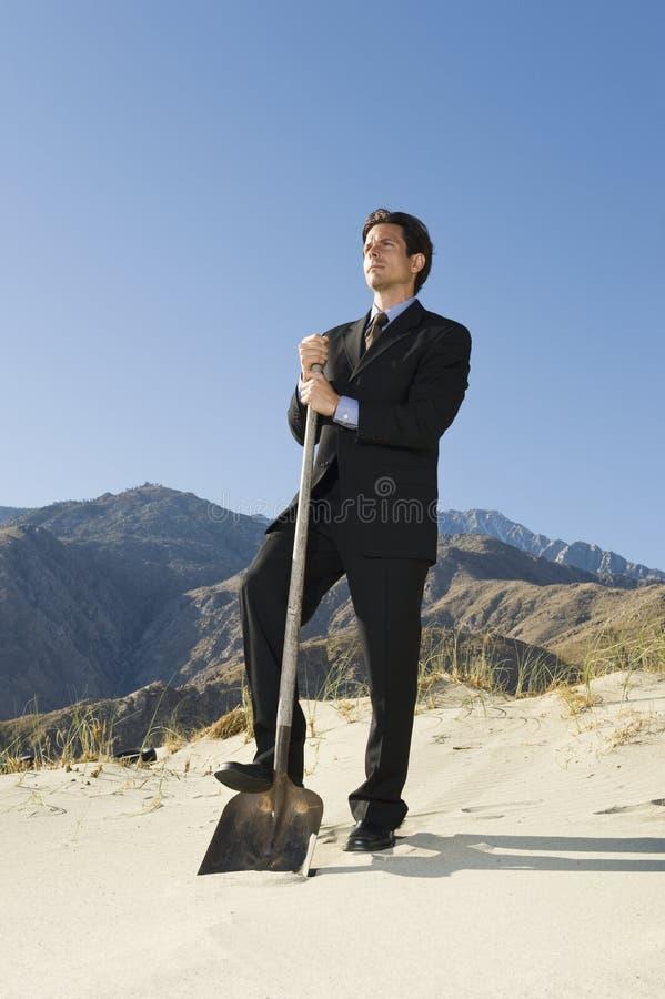 Φτυάρι εκμετάλλευσης επιχειρηματιών στην έρημο στοκ φωτογραφία