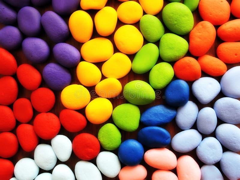Φυσικές πέτρες που χρωματίζονται στα διαφορετικά χρώματα στοκ φωτογραφία με δικαίωμα ελεύθερης χρήσης