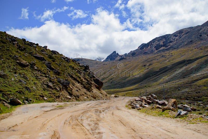 Φυσική άποψη ενός δρόμου στο βόρειο Sikkim, Ινδία στοκ εικόνα