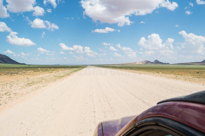 Φυσική άποψη ενός τοπίου ερήμων και βουνών μετά από τη βροχή στοκ εικόνες