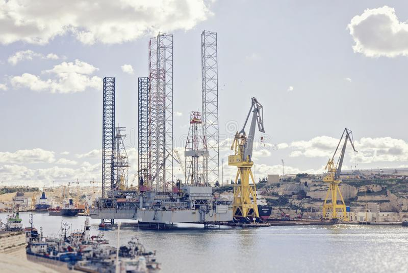 Φυσική άποψη μεγάλο να επιπλεύσει σκαφών γερανών στοκ εικόνα