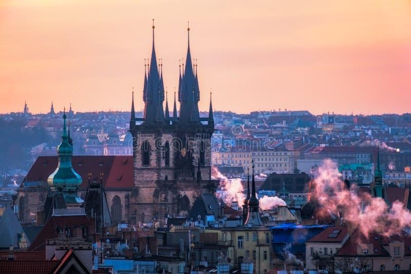 Φυσική άποψη της παλαιάς πόλης εικονικής παράστασης πόλης της Πράγας στην ανατολή, τσεχικό Repub στοκ εικόνα με δικαίωμα ελεύθερης χρήσης