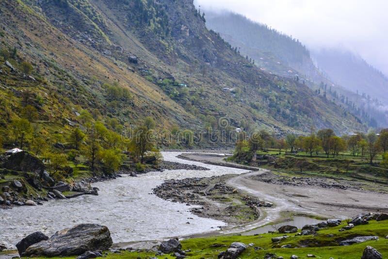 Φυσική άποψη του ποταμού Kunhar στην κοιλάδα Naran Kaghan, Πακιστάν στοκ εικόνα