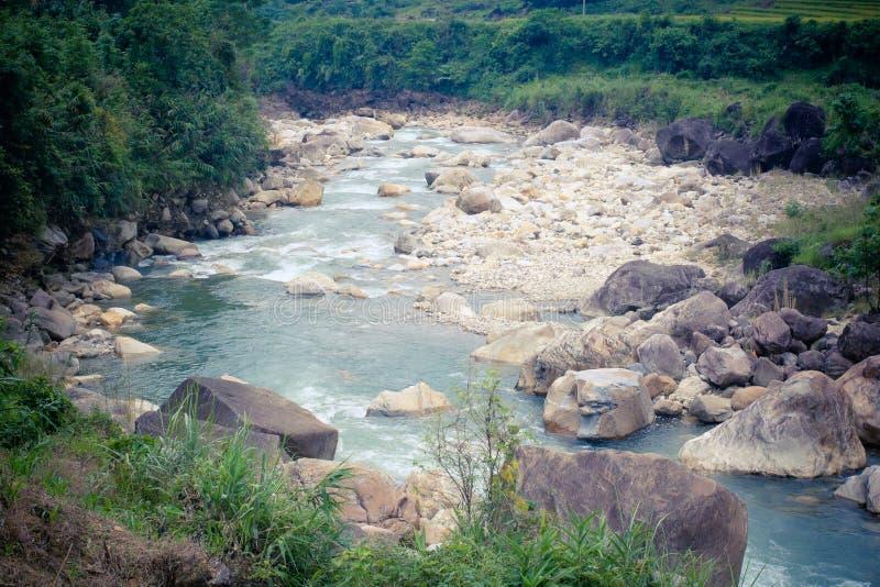 Φυσική άποψη του ρεύματος και των βουνών, Sapa Βιετνάμ στοκ εικόνα με δικαίωμα ελεύθερης χρήσης