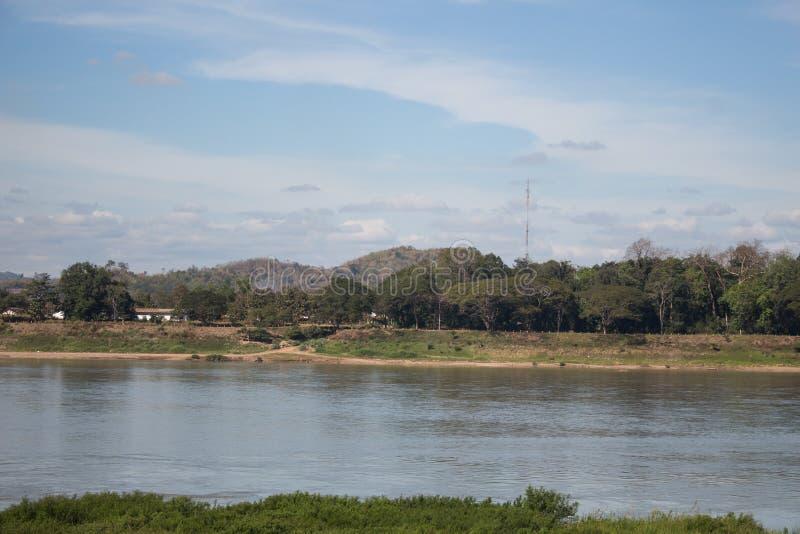 Φυσική άποψη του riverbank κατά μήκος του ποταμού Mekong στοκ φωτογραφία με δικαίωμα ελεύθερης χρήσης