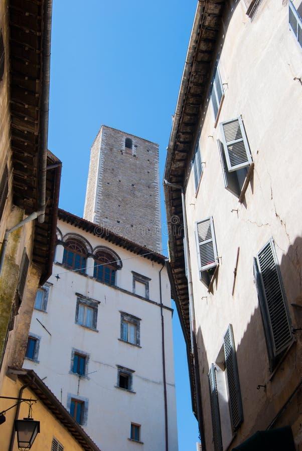 """Φυσική άποψη των χαρακτηριστικών σπιτιών και του πύργου πύργος Olio των κοιλάδων """" στοκ φωτογραφίες"""