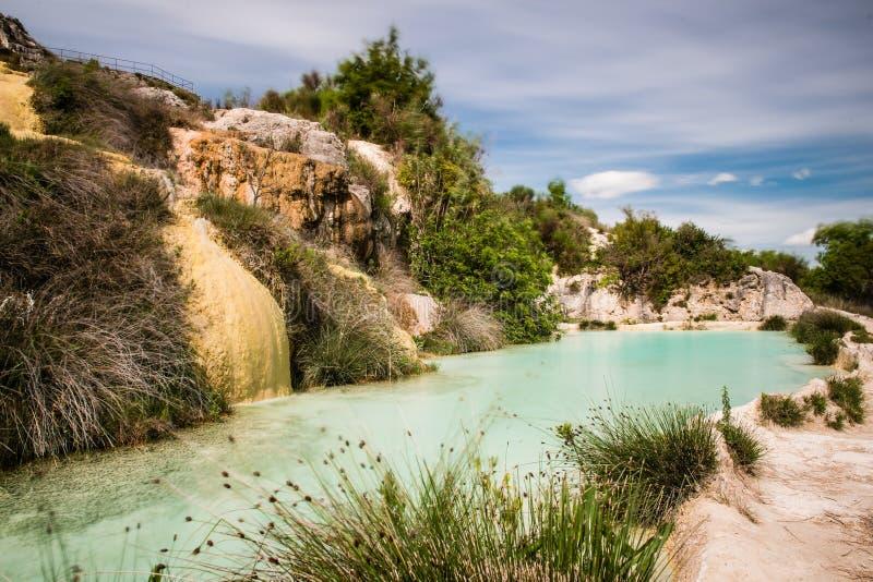 Φυσική λίμνη στη etruscan SPA Bagno Vignone στοκ εικόνες