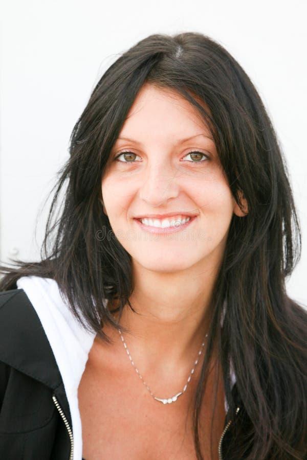 φυσική γυναίκα brunette χωρίς ομορφιά χαμόγελου makeup στοκ εικόνα με δικαίωμα ελεύθερης χρήσης