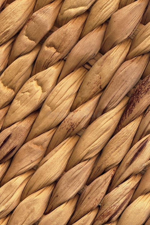 Φυσική καφετιά Raffia σύσταση υποβάθρου πλεξίματος Grunge χαλιών τραχιά στοκ εικόνα με δικαίωμα ελεύθερης χρήσης