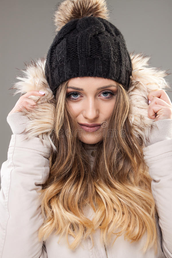 Φυσική ομορφιά - έντονο χειμερινό πορτρέτο, 20-24 έτη, ενήλικος, Γ στοκ εικόνες
