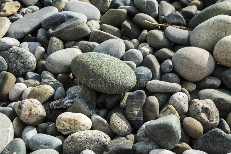 Φυσική πέτρα στην παραλία στοκ φωτογραφίες