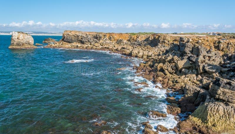 Φυσική παράκτια άποψη σε Peniche, υποπεριφέρεια Oeste, Πορτογαλία στοκ εικόνες με δικαίωμα ελεύθερης χρήσης