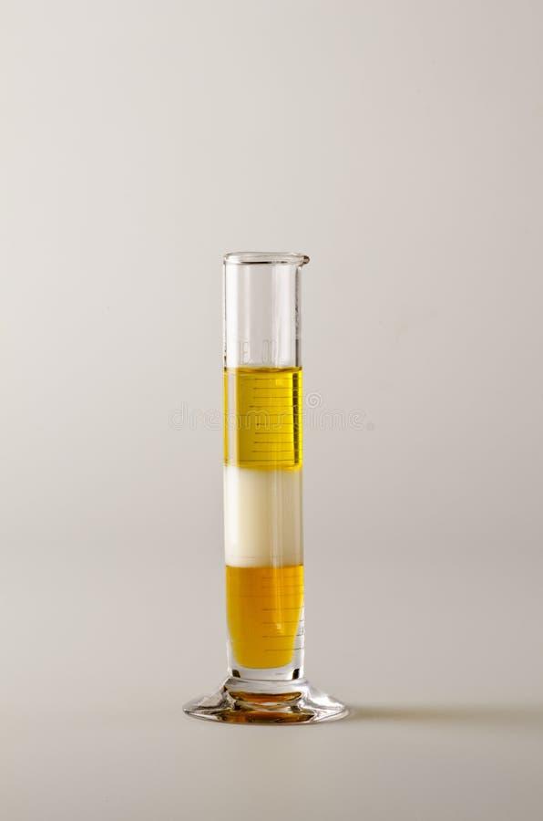 φυσική Τα Immiscible υγρά μέσα τα στρώματα στοκ φωτογραφία με δικαίωμα ελεύθερης χρήσης
