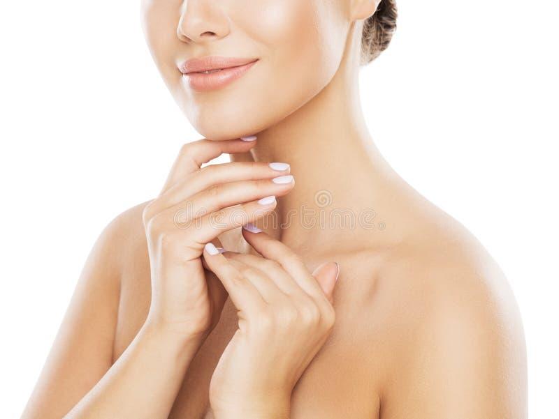 Φυσική φροντίδα δέρματος ομορφιάς, γυναίκα σχετικά με το λαιμό με το χέρι, νέο κορίτσι πέρα από το λευκό στοκ φωτογραφία με δικαίωμα ελεύθερης χρήσης