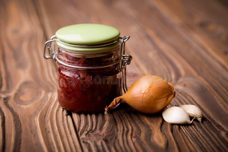 Φυσική diy κόκκινη μαρμελάδα κρεμμυδιών στοκ εικόνα με δικαίωμα ελεύθερης χρήσης