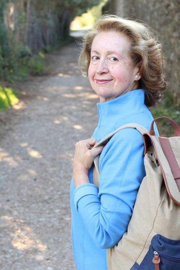 Φυσική outdoorsy χρονών γυναίκα 65 στοκ εικόνες
