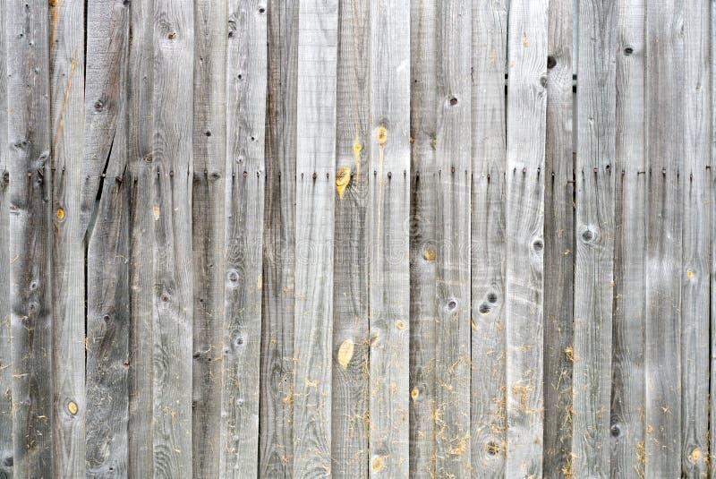 Φυσικοί ξύλινοι πίνακες υποβάθρου Σύσταση των παλαιών άβαφων ξύλινων σανίδων Κάθετη ρύθμιση των ξύλινων πινάκων στοκ φωτογραφία με δικαίωμα ελεύθερης χρήσης