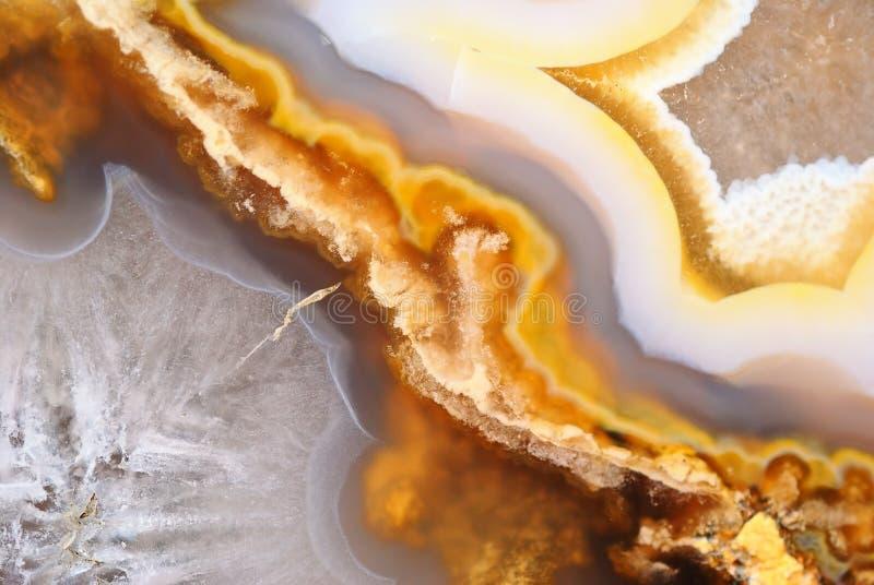 Φυσικός καφετής αχάτης με τα κρύσταλλα στοκ φωτογραφίες με δικαίωμα ελεύθερης χρήσης