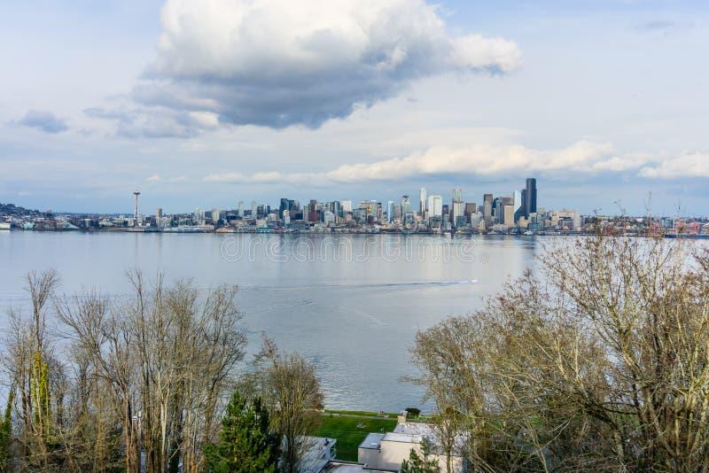 Φυσικός ορίζοντας πόλεων στοκ φωτογραφία με δικαίωμα ελεύθερης χρήσης
