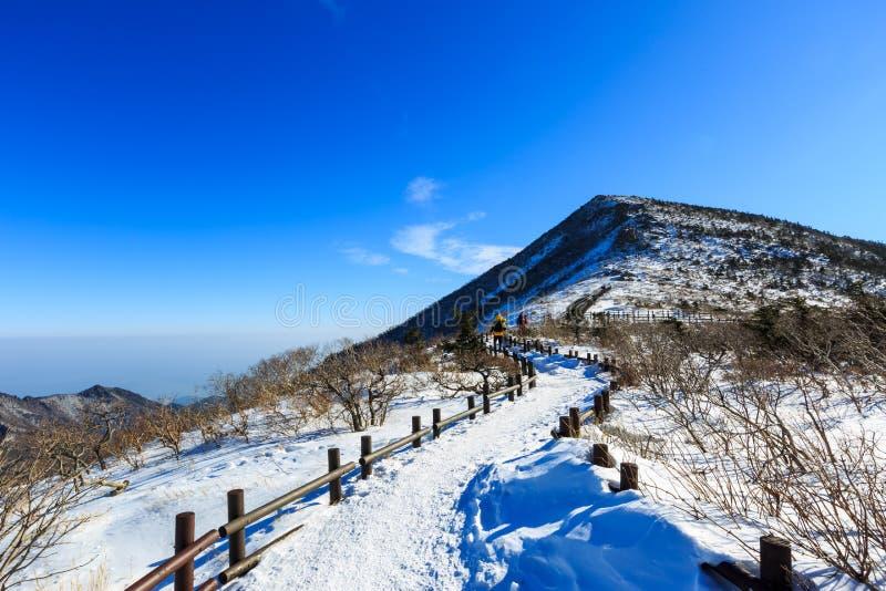 Φυσικός πυροβολισμός τοπίων βουνών της Κορέας στο εθνικό πάρκο Seoraksan υποστηριγμάτων στοκ εικόνες