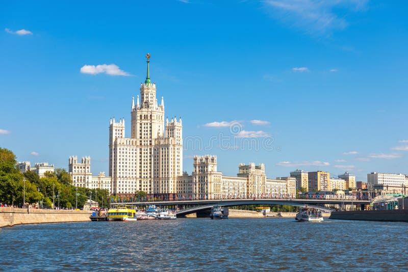 Φυσικό πανόραμα της Μόσχας με τον ποταμό Moskva στοκ εικόνες