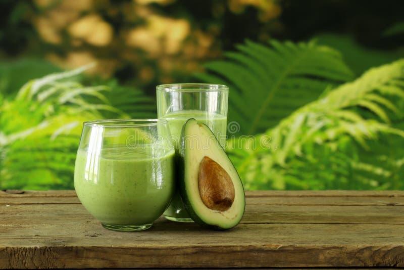 Φυσικό ποτό ένας καταφερτζής με το αβοκάντο στοκ εικόνα με δικαίωμα ελεύθερης χρήσης