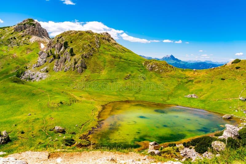 Φυσικό τοπίο του βουνού δολομιτών το καλοκαίρι στο Val στοκ φωτογραφία με δικαίωμα ελεύθερης χρήσης