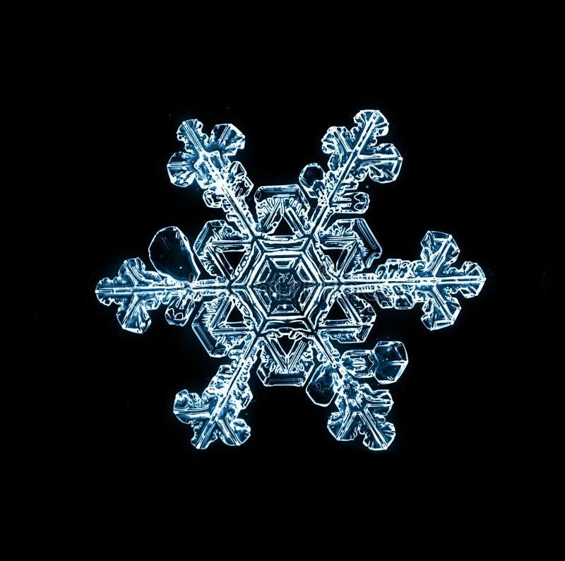 Φυσικό snowflake κρυστάλλου μακρο κομμάτι του πάγου στοκ εικόνα