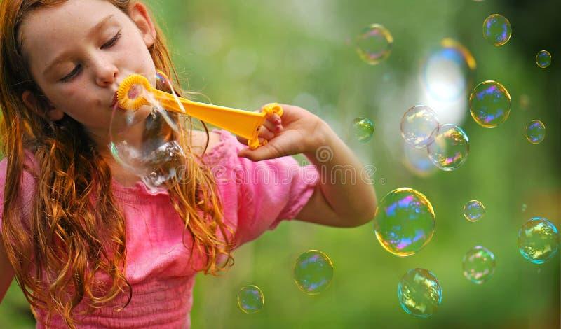 φυσώντας κορίτσι φυσαλί&delt στοκ εικόνες με δικαίωμα ελεύθερης χρήσης