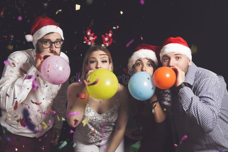 Φυσώντας μπαλόνια στοκ εικόνα με δικαίωμα ελεύθερης χρήσης