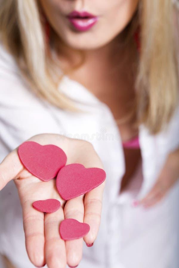 φυσώντας στενά φιλιά που αυξάνονται στοκ φωτογραφία με δικαίωμα ελεύθερης χρήσης