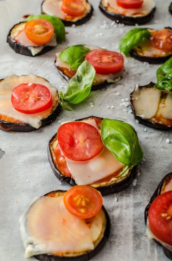 Φυτική μίνι πίτσα στοκ φωτογραφία με δικαίωμα ελεύθερης χρήσης