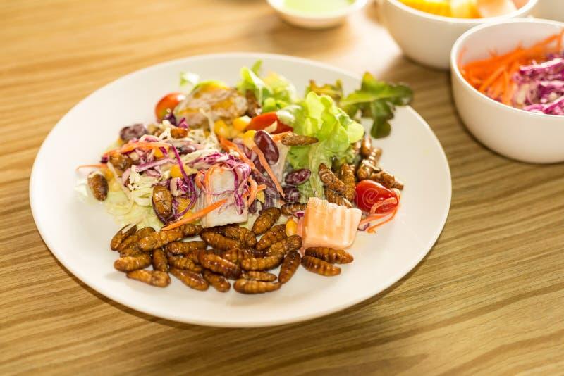 Φυτική σαλάτα στο άσπρο πιάτο στοκ φωτογραφία