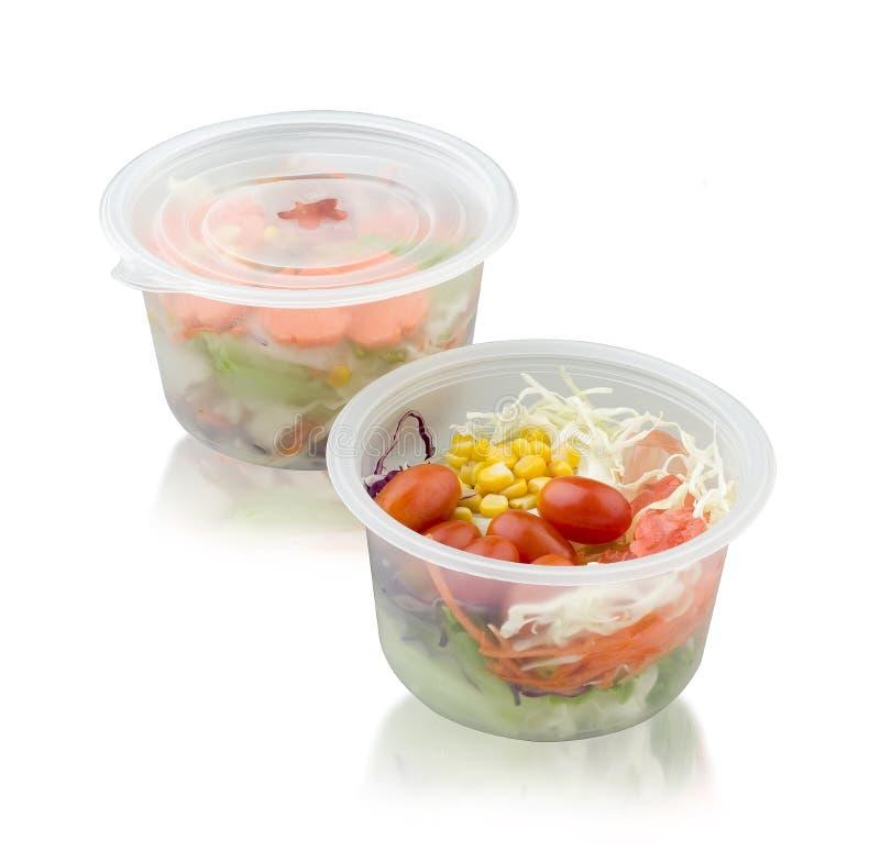 Φυτική σαλάτα στο κιβώτιο αποθήκευσης τροφίμων στο λευκό στοκ φωτογραφία με δικαίωμα ελεύθερης χρήσης