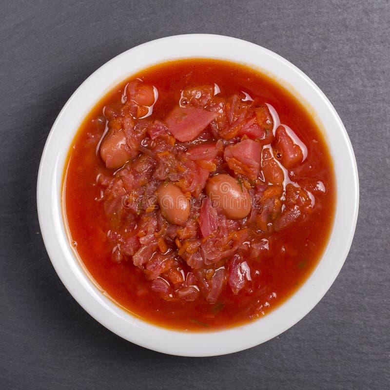 Φυτική σούπα - κόκκινο borsch, κλείνει επάνω Υγιής σούπα παντζαριών, χορτοφάγα τρόφιμα Ουκρανικά και ρωσικά εθνικά τρόφιμα - σούπ στοκ εικόνες