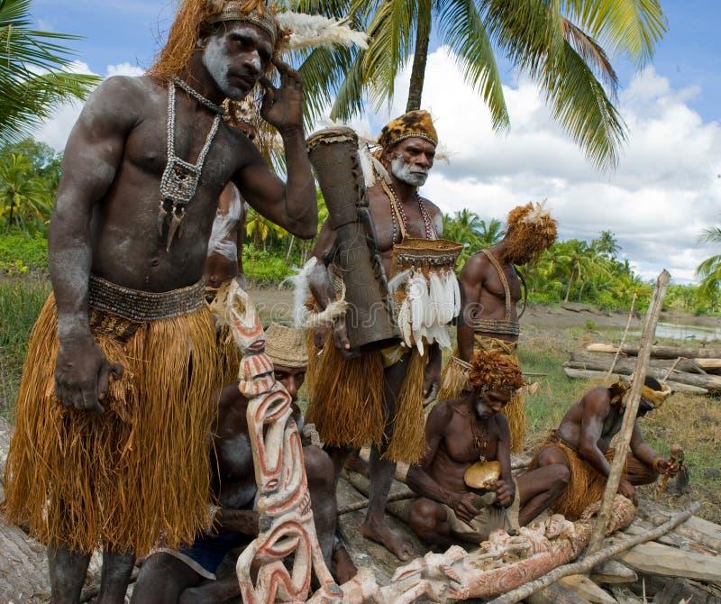 Φυλή Asmat πολεμιστών στοκ φωτογραφίες