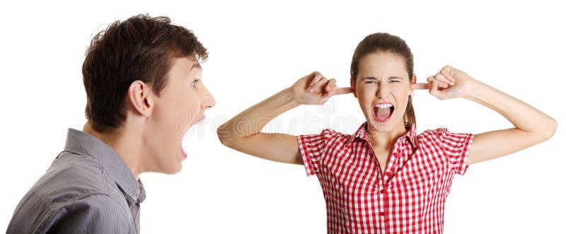 φωνάζοντας γυναίκα ανδρών στοκ εικόνες
