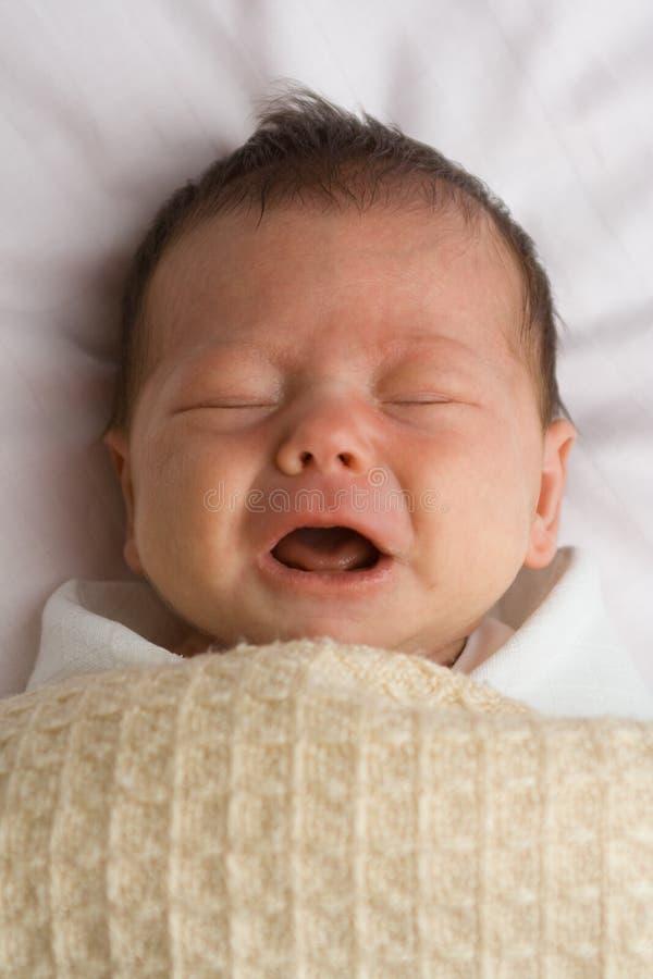 φωνάζοντας κορίτσι μωρών στοκ φωτογραφία