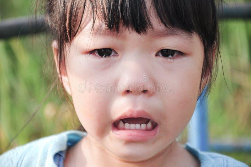 Φωνάζοντας μικρό κορίτσι στοκ εικόνες
