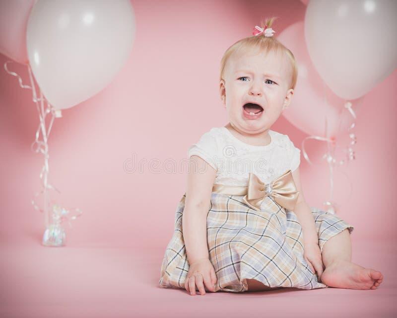 Φωνάζοντας πορτρέτα γενεθλίων ενός έτους βρεφών στοκ φωτογραφία